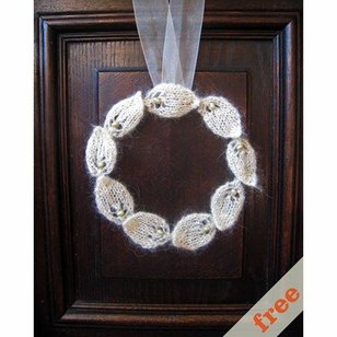 Knitted Wreath (Free)