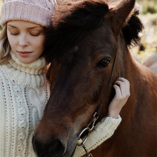 Aada Cabled Hat in Nordic Wool (Free)