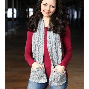 F710 Cabled Pocket Scarf (Free)