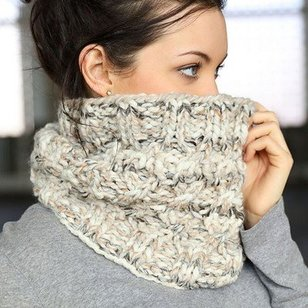 F716 Cabled Cowl (Free)